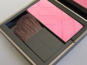 burberry light glow rose blush #03 natural blush