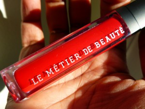 le metier de beaute red velvet gloss